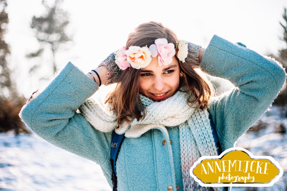 Portretshoot sneeuw fotoshoot bos Heilig Landstichting Nijmegen