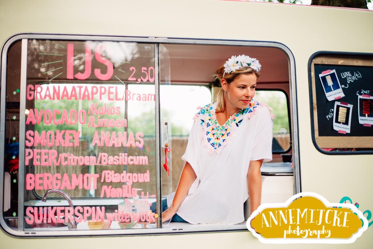 Food truck meisjes met ijsjes door Annemijcke Photography