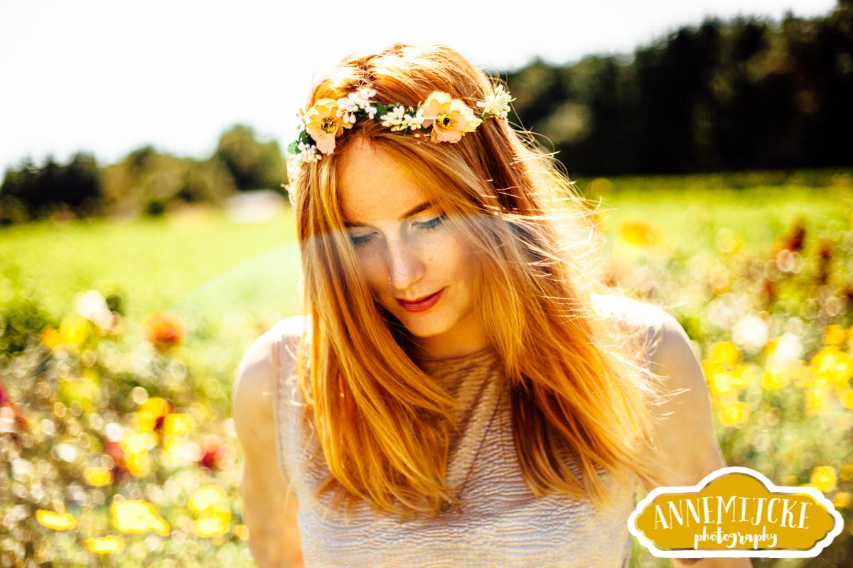 Boho fotoshoot bloemenveld door Annemijcke Photography